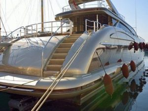Rent a yacht in Dubai for party